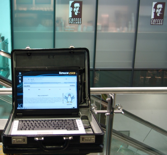 Gallery with USB Keys for automatic connect to free WiFi in action